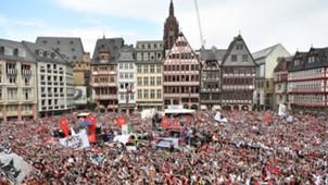 Roemer Platz Frankfurt Menge 20052018