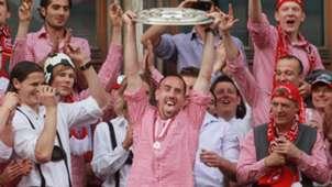 Franck Ribery FC Bayern Meister Meisterschale