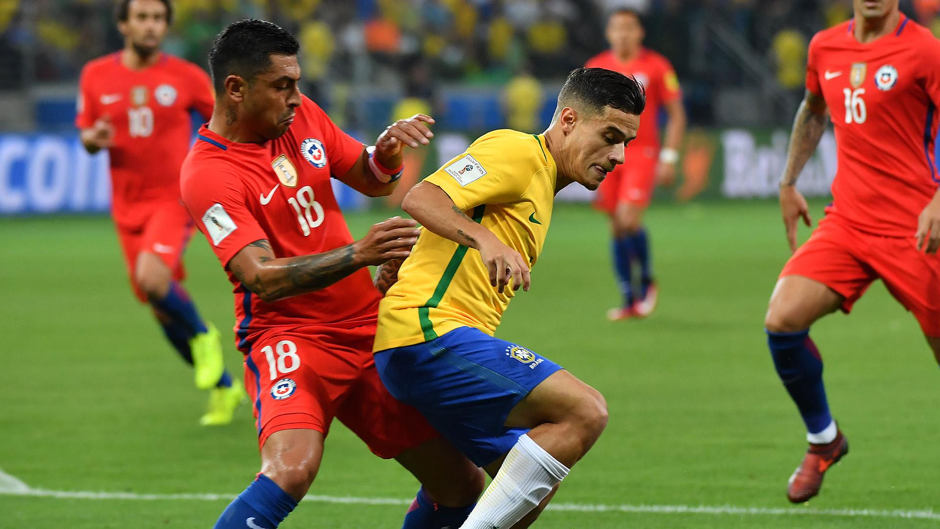 Coutinho Gonzalo Jara Brasil Chile WC Qualifiers 2018 10102017