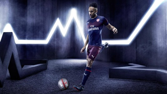 Pierre-Emerick Aubameyang Arsenal away 18-19