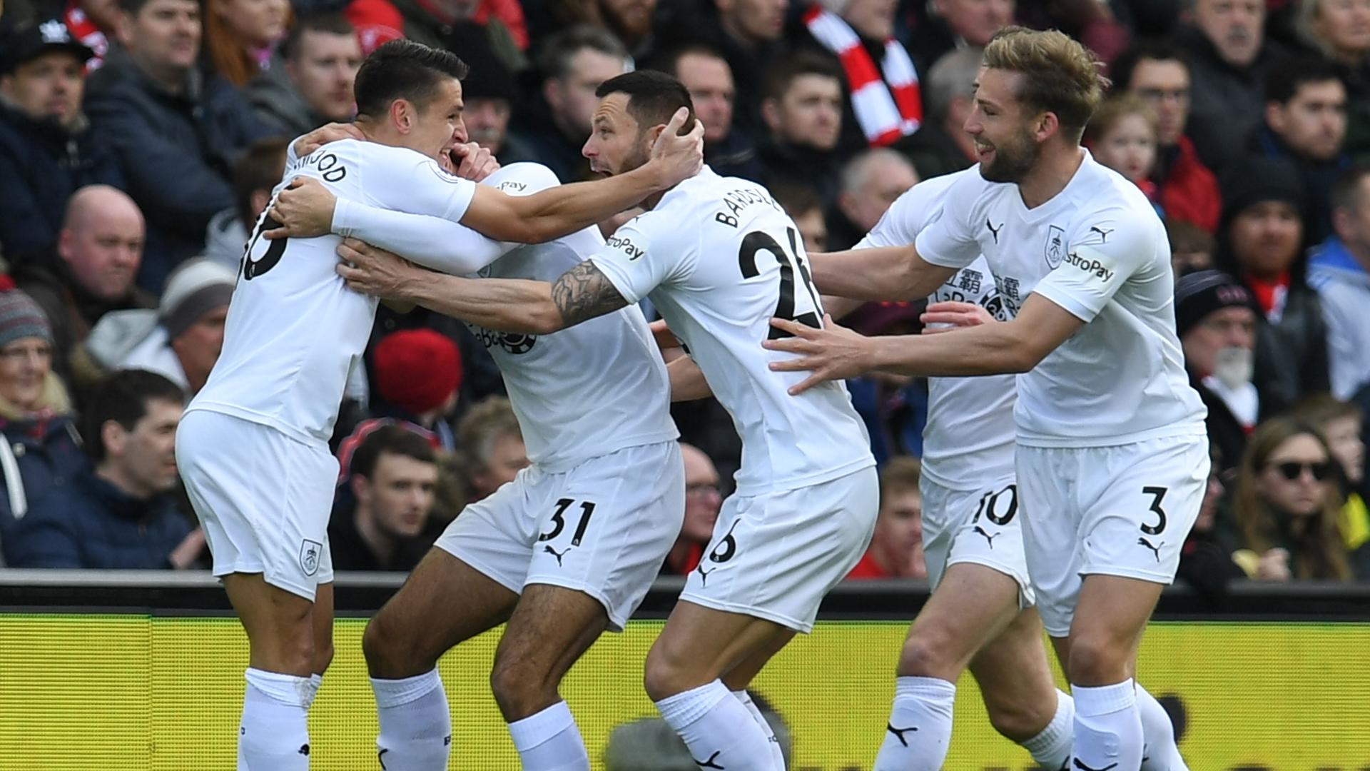 Burnley celebrate Ashley Westwood goal vs Liverpool 2018-19