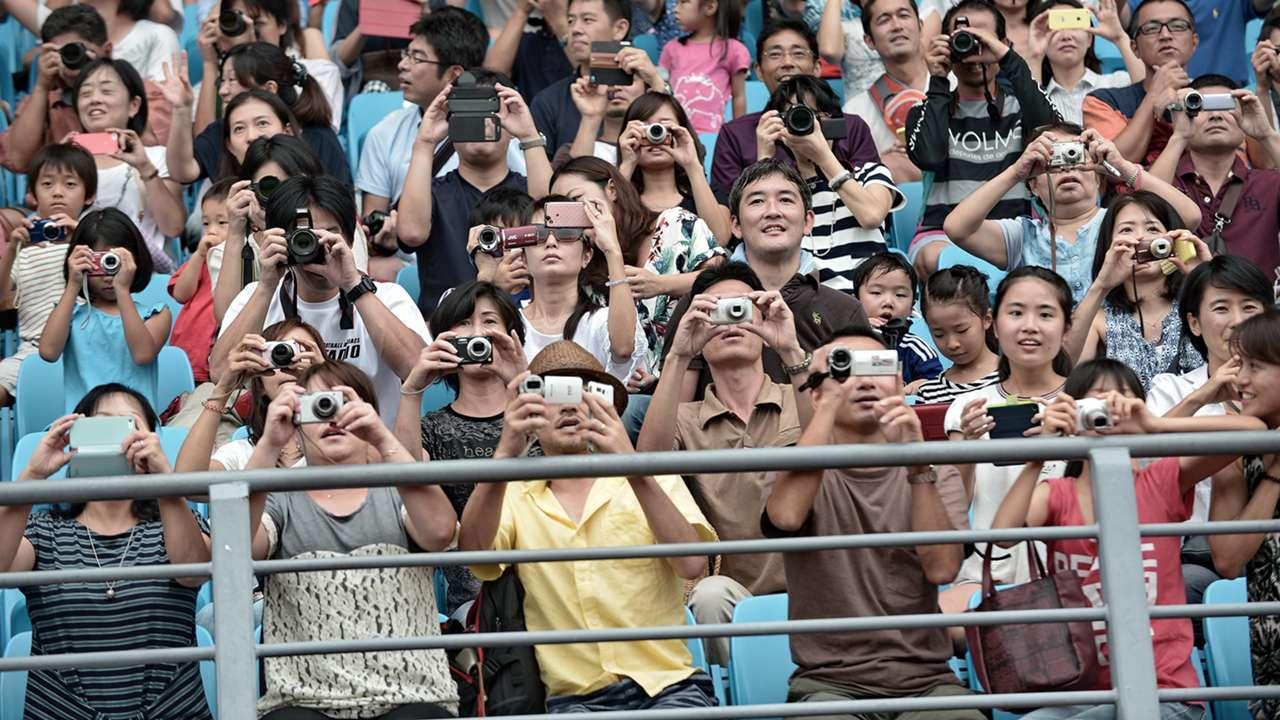 Fans Japan Friendly Training Singapore 13102014