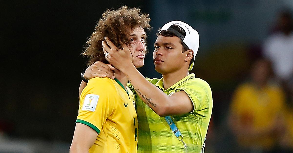 Jogadores brasileiros sofrem com a goleada sofrida   Foto  Getty Images 50a986696cab7