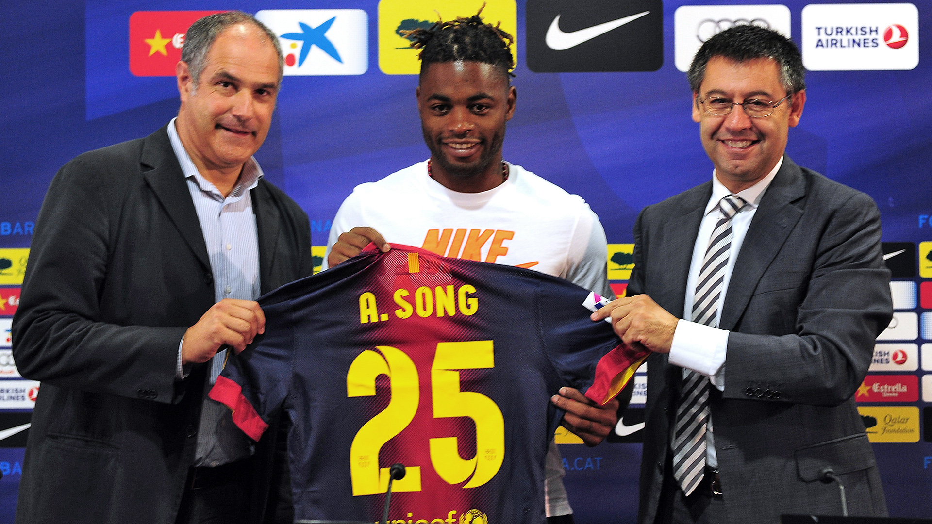 Alex Song Barcelona signing