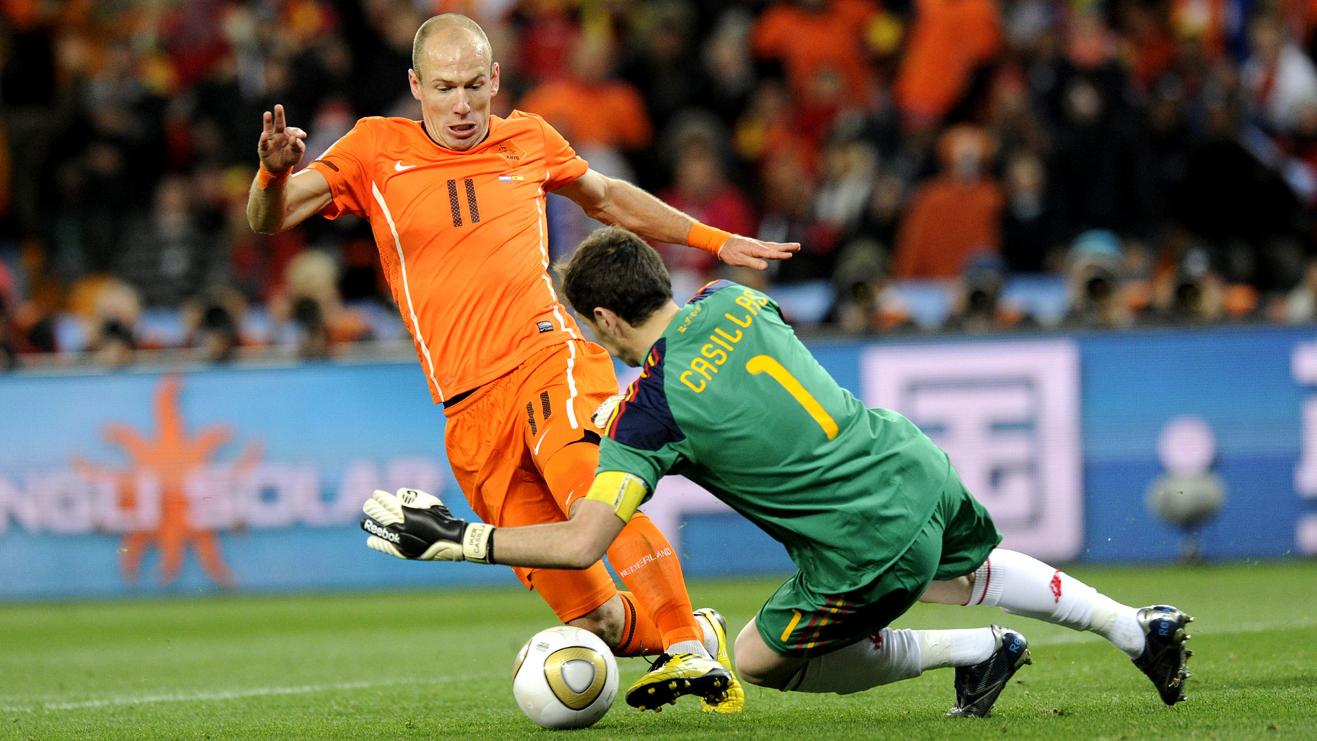 Iker Casillas Arjen Robben Spain Netherlands 2010 World Cup final