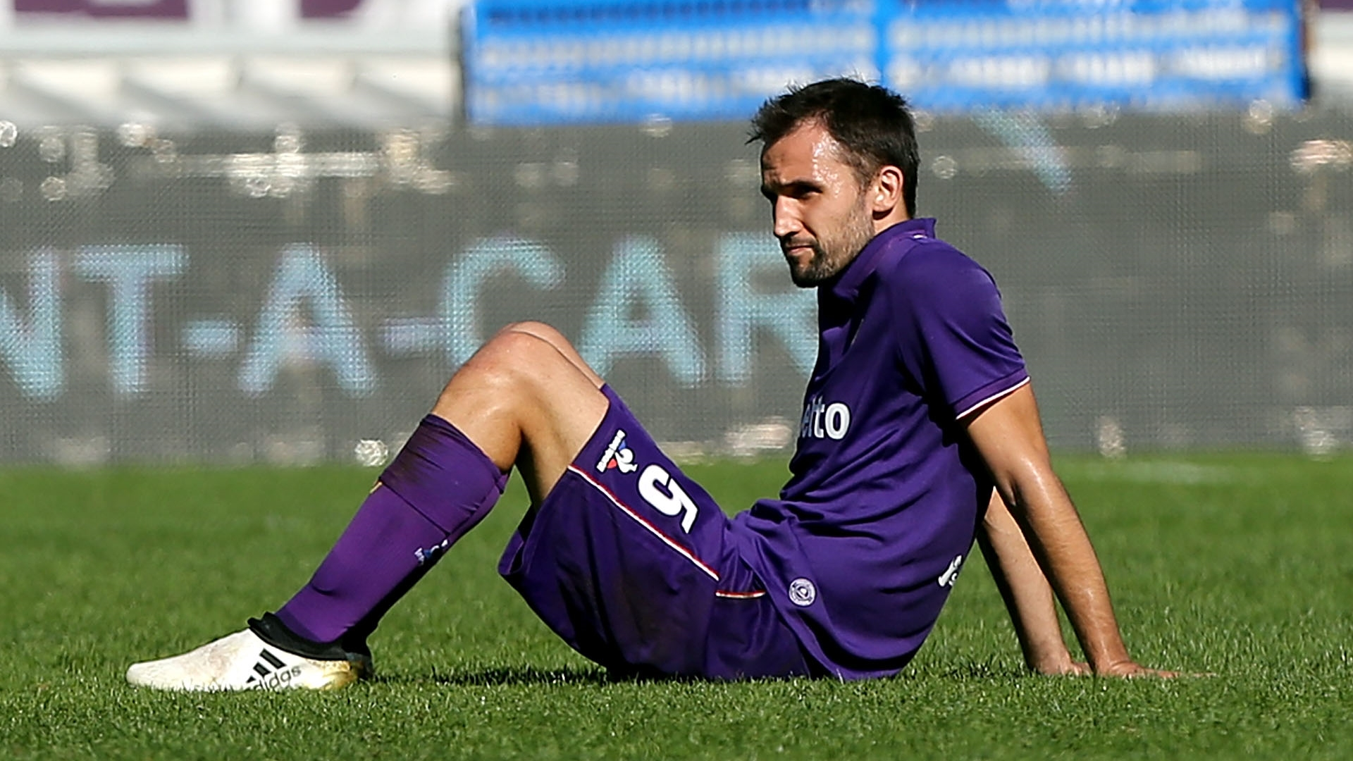 Fiorentina, in ansia per Badelj: problema al ginocchio con la Croazia