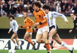 Ruud Krol Leopoldo Luque 1978 World Cup