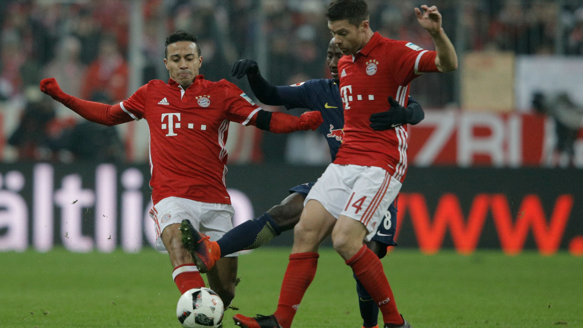 Lewandowski strikes twice as Bayern seals German double