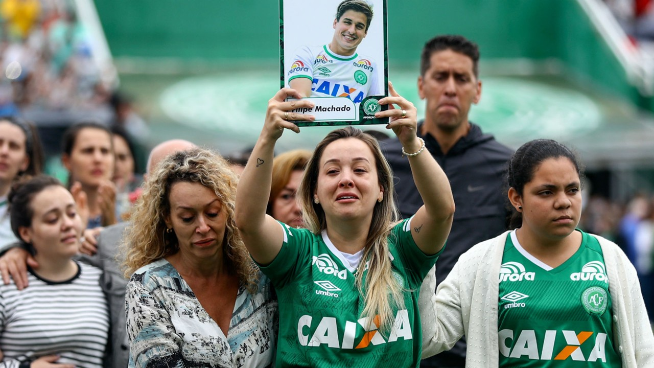 Brazil pays tribute to Chapecoense