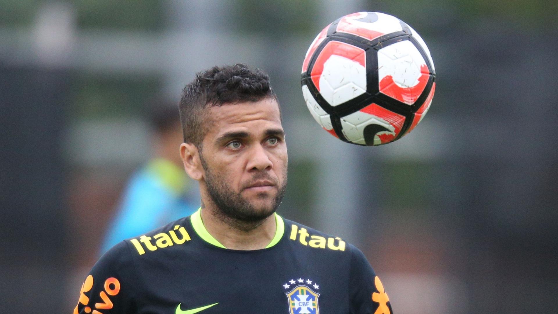Dani Alves, Brazil training