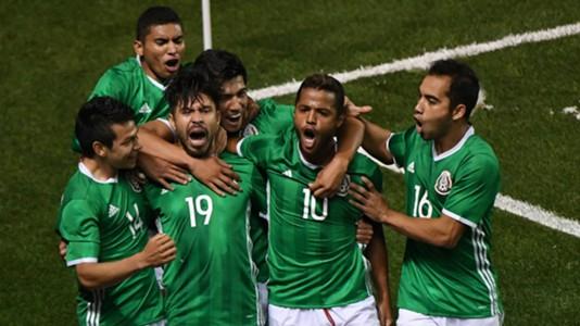 Giovani dos Santos Oribe Peralta Mexico celebration international friendly 10112016