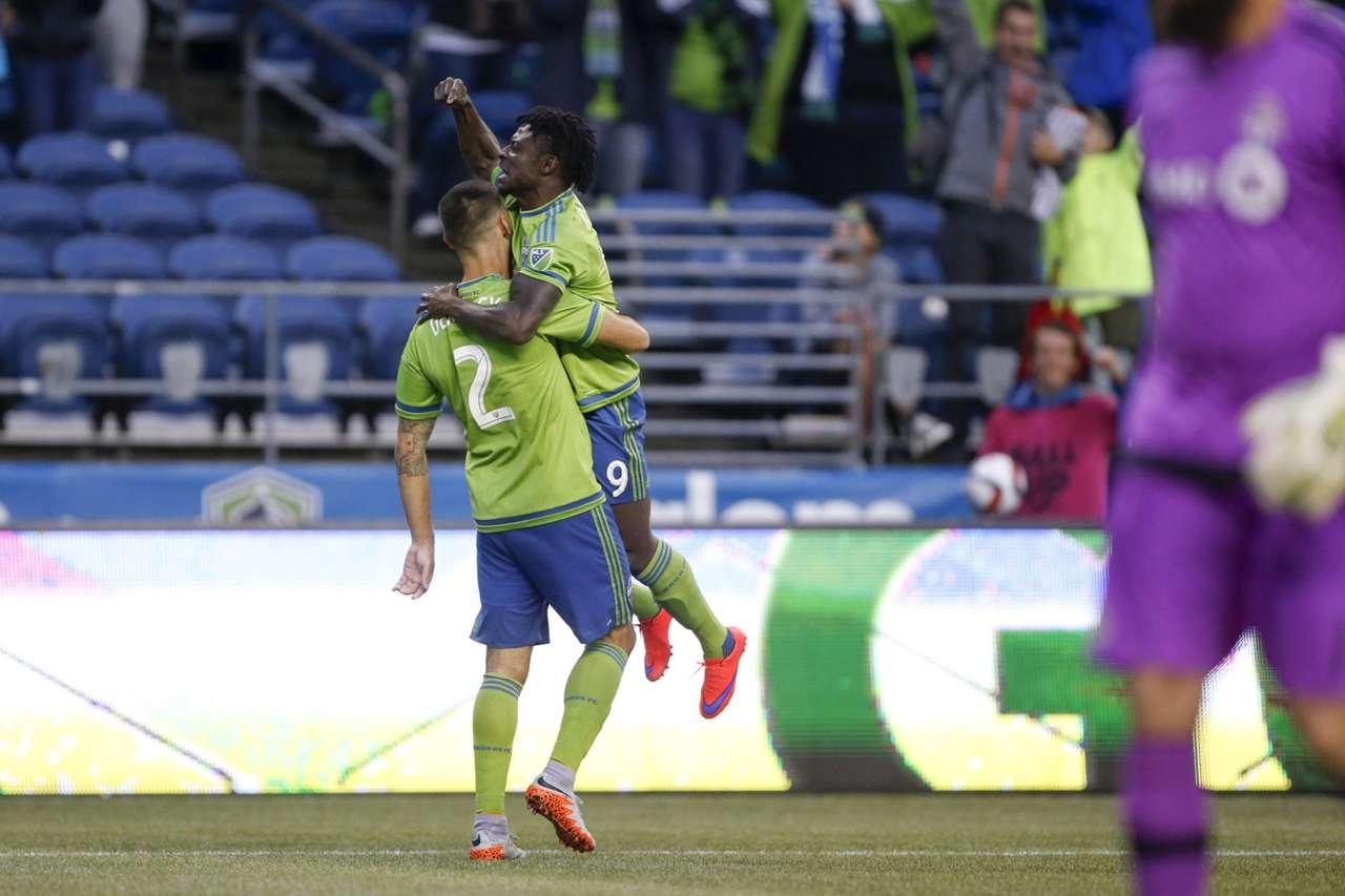 Obafemi Martins Clint Dempsey Seattle Sounders MLS 09062015