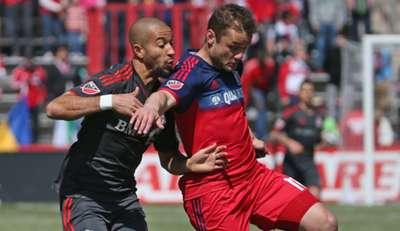 Shaun Maloney Justin Morrow Chicago Fire Toronto FC MLS 04042015