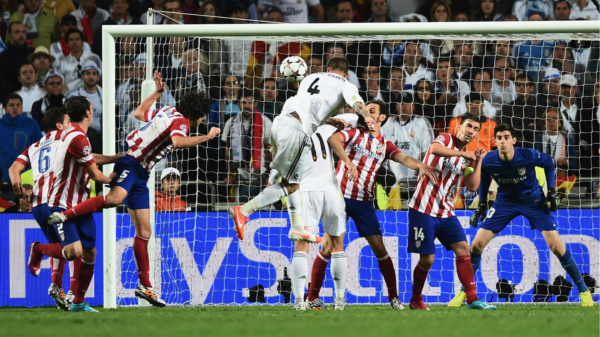 Ramos rematando en Lisboa.