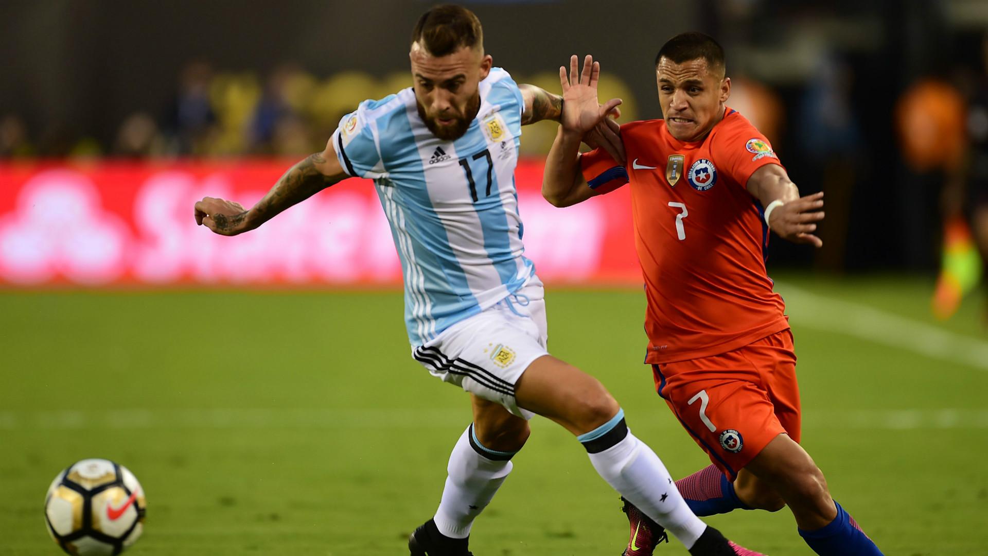 Nicolas Otamendi Alexis Sanchez Argentina Chile Final Copa America Centenario 26062016