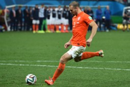Ron Vlaar Argentina Netherlands FIFA World Cup 2014