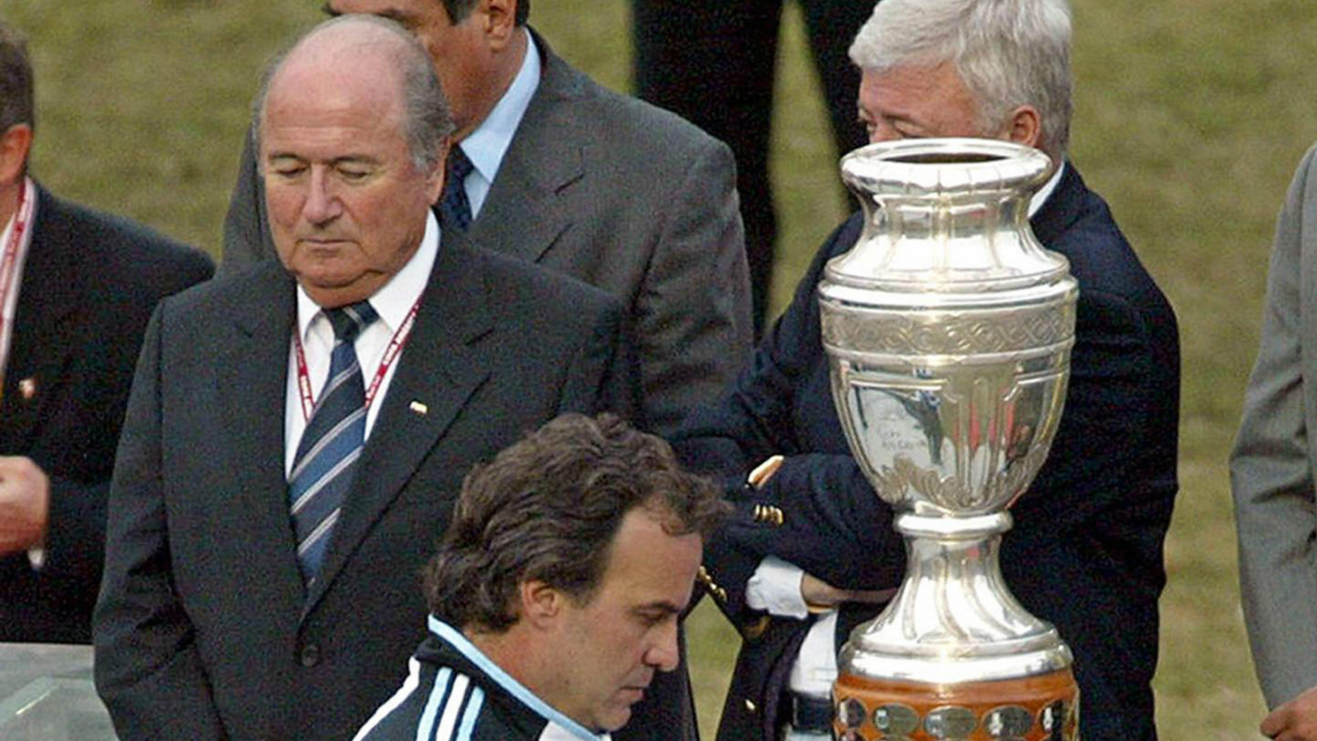 Marcelo Bielsa Copa America Joseph Blatter Lima Peru 25072004