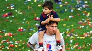 Lionel Messi and his son Thiago celebrating the title of La Liga in Camp Nou 23052015