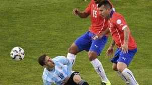 Lionel Messi - Gary Medel - Chile vs. Argentina - Copa América
