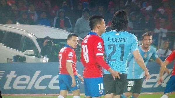 Marco Zanni: E se a dedada do chileno em Cavani fosse no futebol feminino?