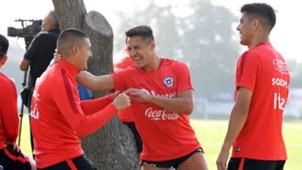 Francisco Silva, Nicolás Castillo y Alexis Sánchez Chile training 250317