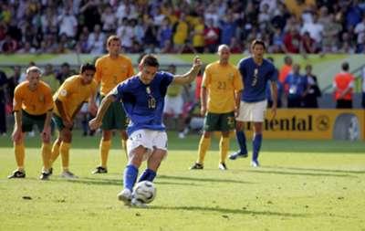 Italia-Australia, octavos de final del Mundial 2006. Totti, de penal.