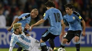Lionel Messi Mathias Corujo Argentina Uruguay 01092016