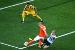 Javier Mascherano Arjen Robben Argentina Netherlands FIFA World Cup 2014