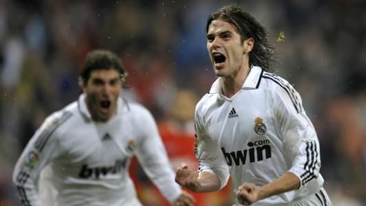 Fernando Gago Gonzalo Higuain Real Madrid