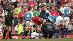 Roy Keane Alf Inge Haaland Manchester United Manchester City Premier League 21042001