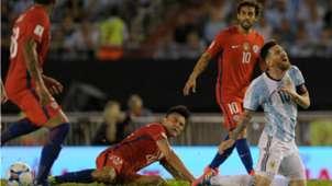 Charles Aránguiz, Lionel Messi y Jorge Valdivia Chile Argentina 230317