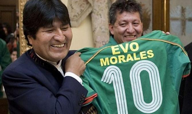 La arenga tuitera de Evo Morales