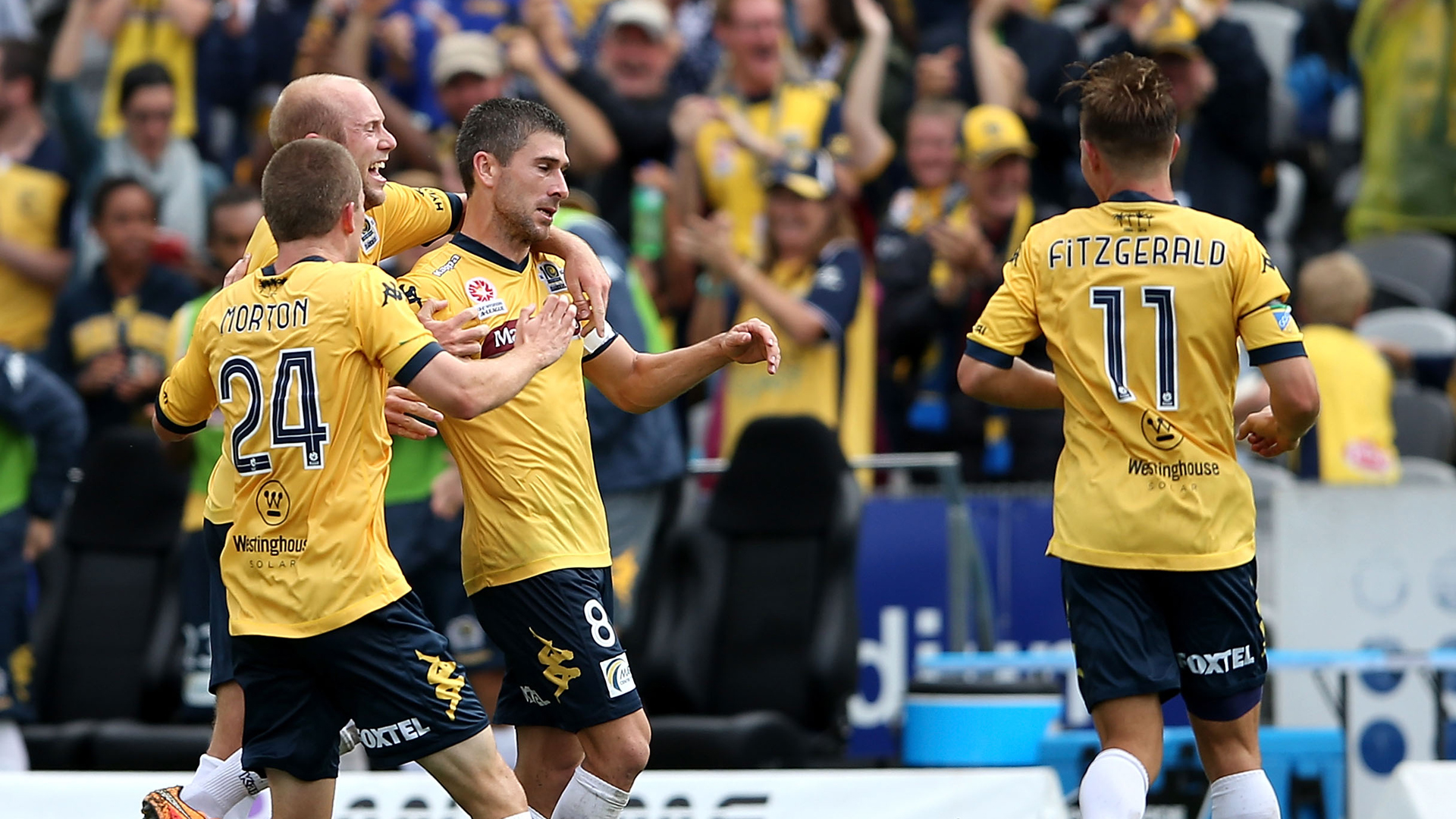 Nick Montgomery Central Coast Mariners A-League 2014-15