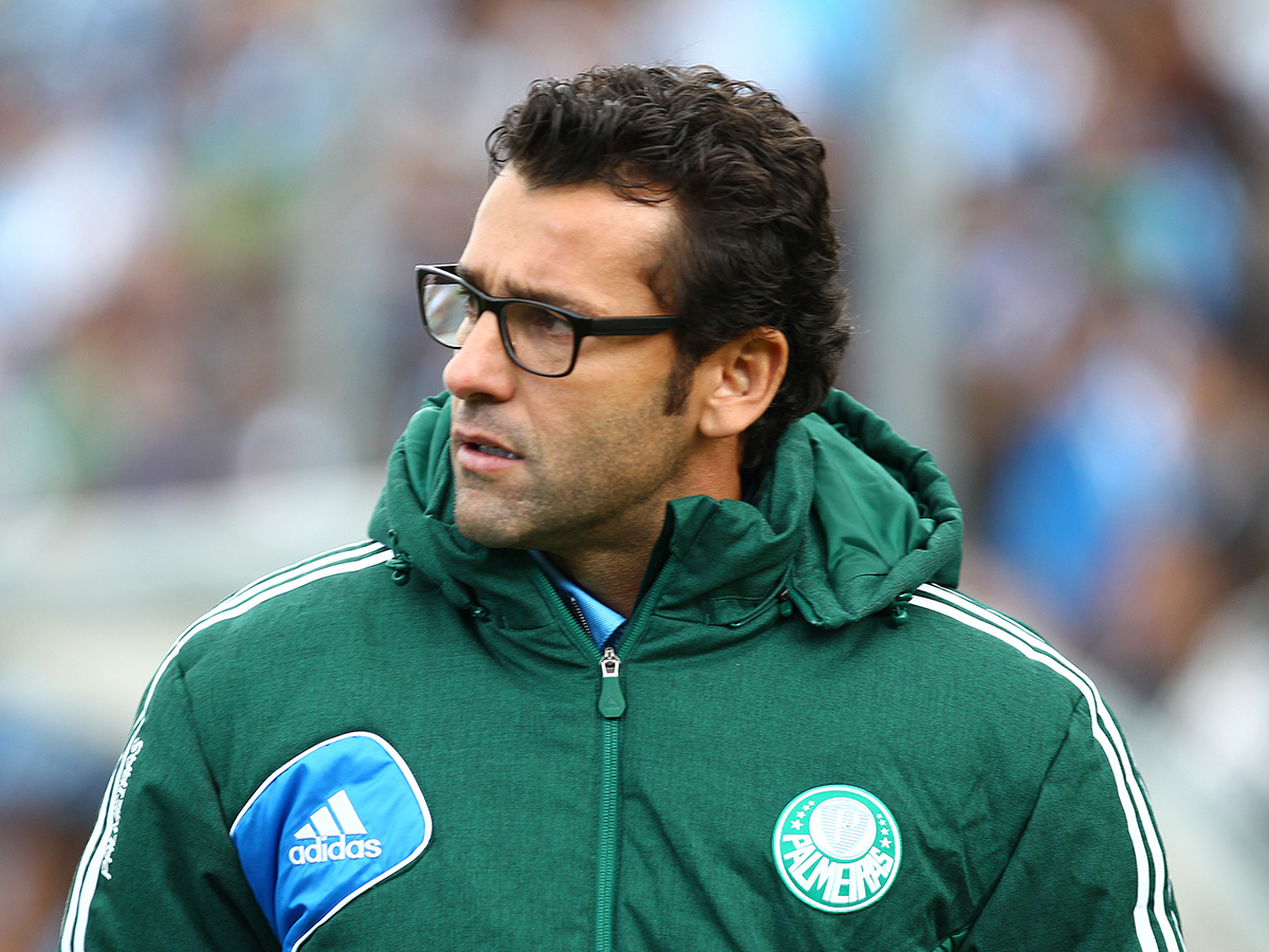 Desgastado, Cuca iniciou conversa para sair, diz presidente do Palmeiras