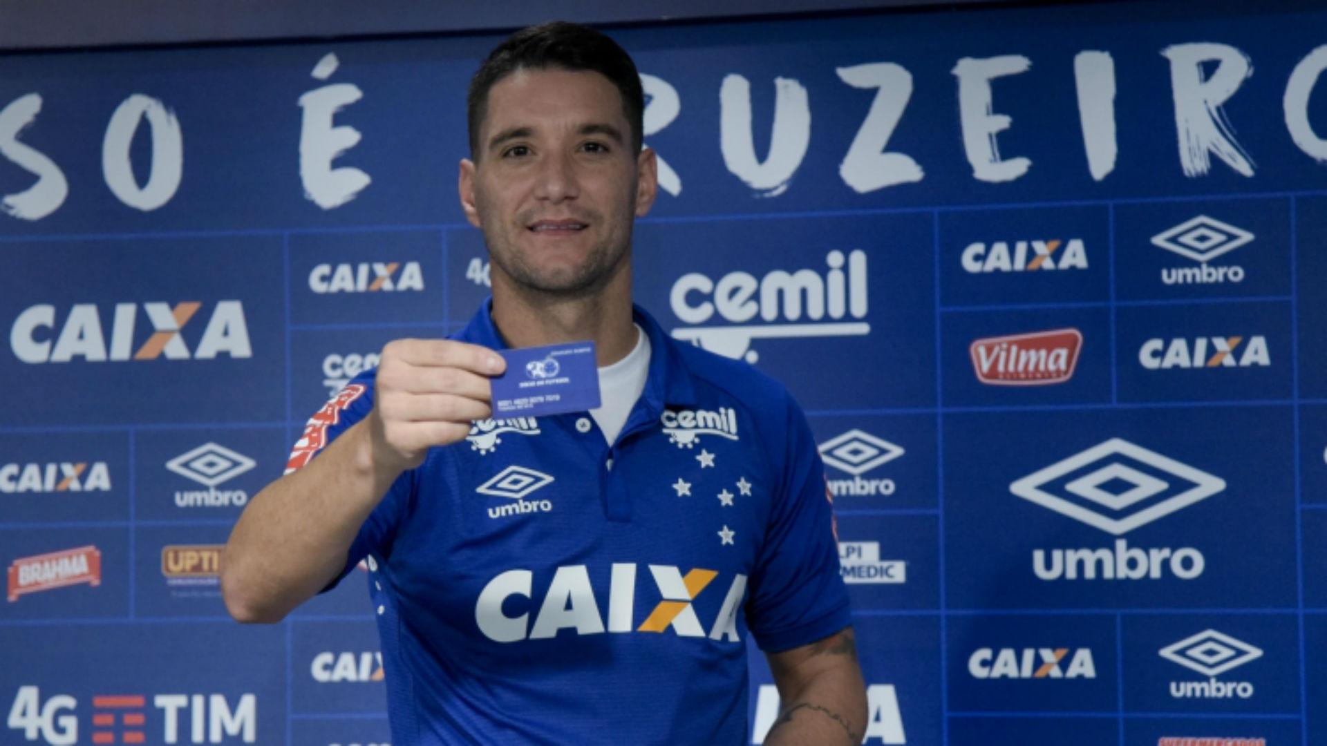 Thiago Neves Cruzeiro apresentação 18 01 2017 3d18368ca862c