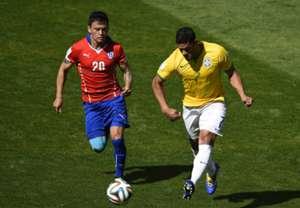Hulk Brazil Charles Aranguiz Chile 2014 World Cup Last 16 06282014