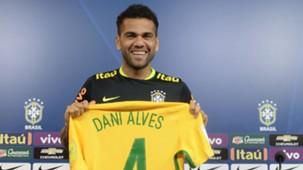 Dani Alves Brazil 08112016