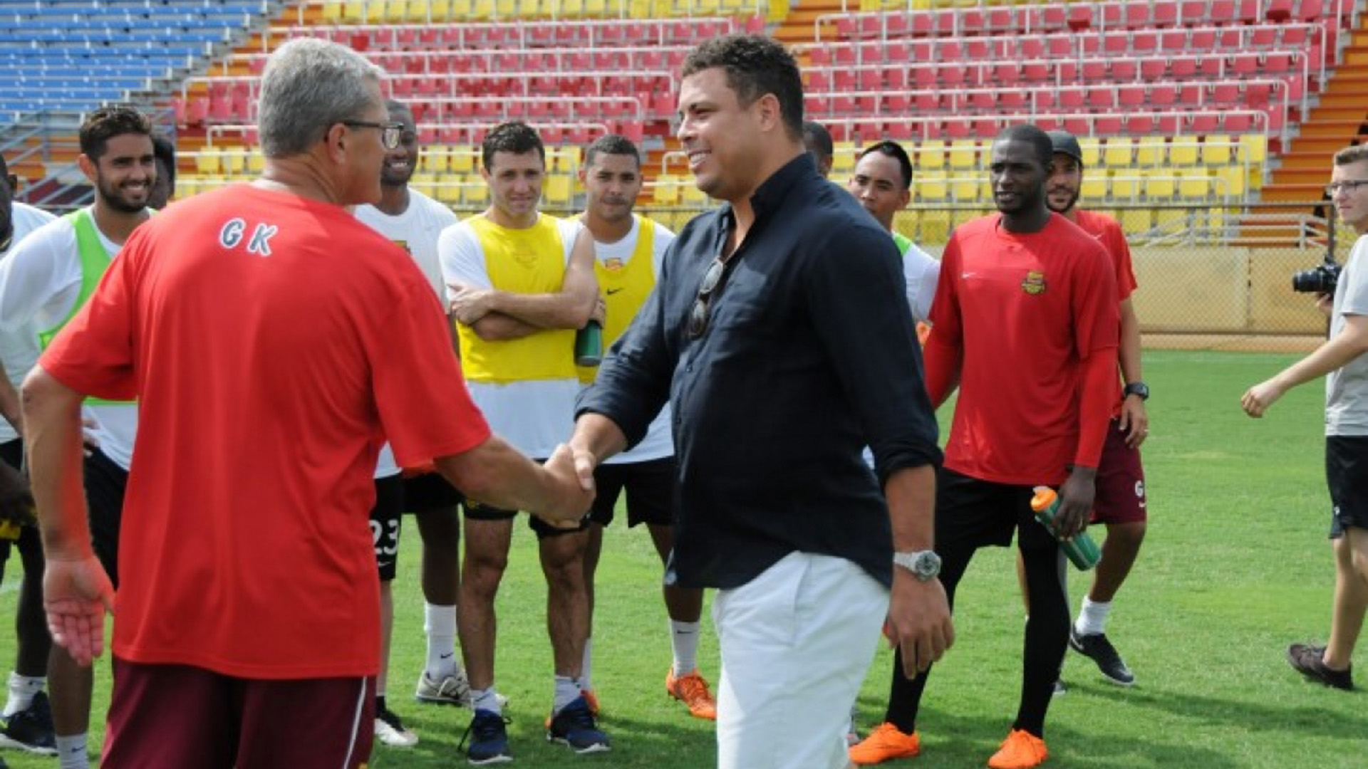 Ronaldo Nazario visits Fort Lauderdale Strikers 27082015