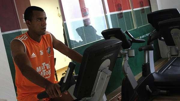 Fluminense acerta a contratação do lateral Breno Lopes