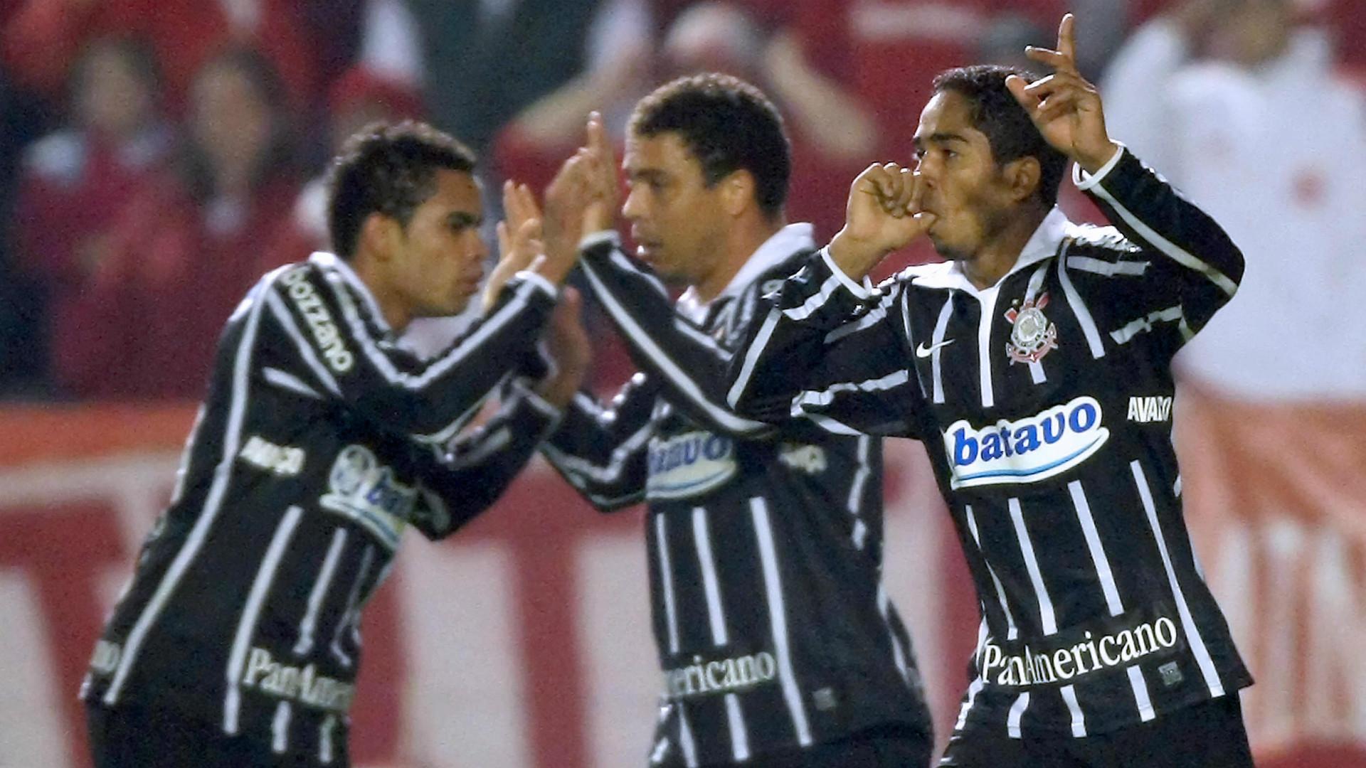 Jorge Henrique, Ronaldo e Dentinho - Corinthians x Internacional - Copa do Brasil 2009 - 1/07/2009