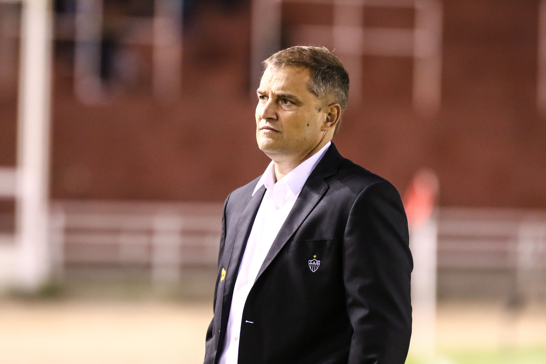 Escolhido pelo clube, Aguirre discute detalhes de contrato para assumir SP