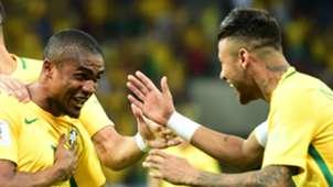 Douglas Costa Neymar Brasil Uruguai 25032016