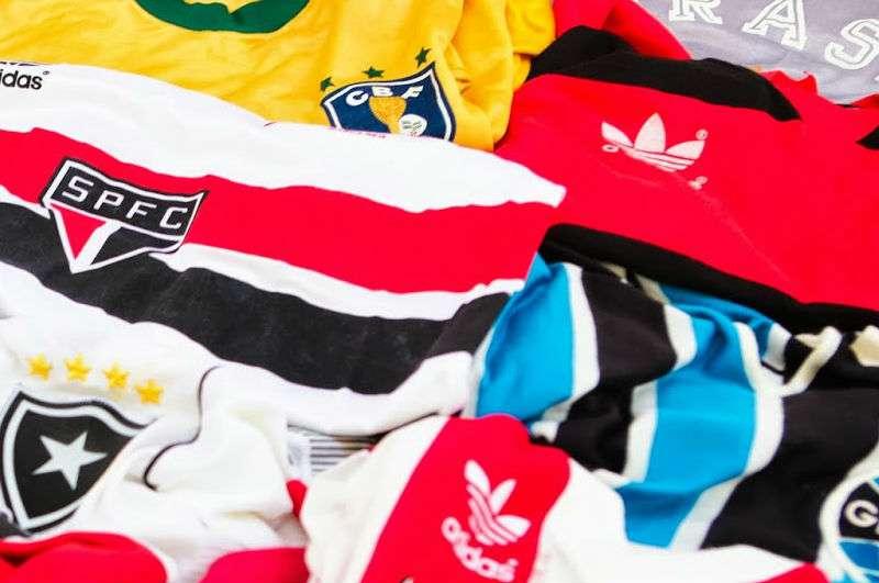 Saiba um pouco mais sobre a história dos uniformes que marcaram os maiores  clássicos do nosso futebol 32a6462985ade
