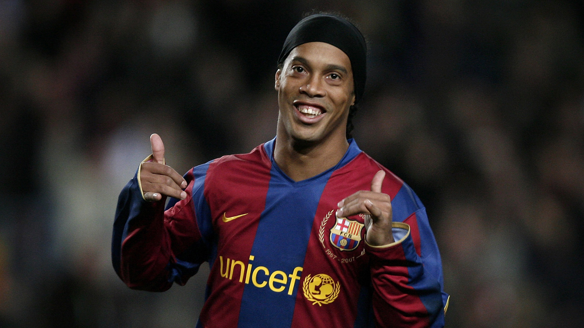 Ronaldinho Among The Free Agents Barcelona Could Sign To Replace Dembele Goal Com