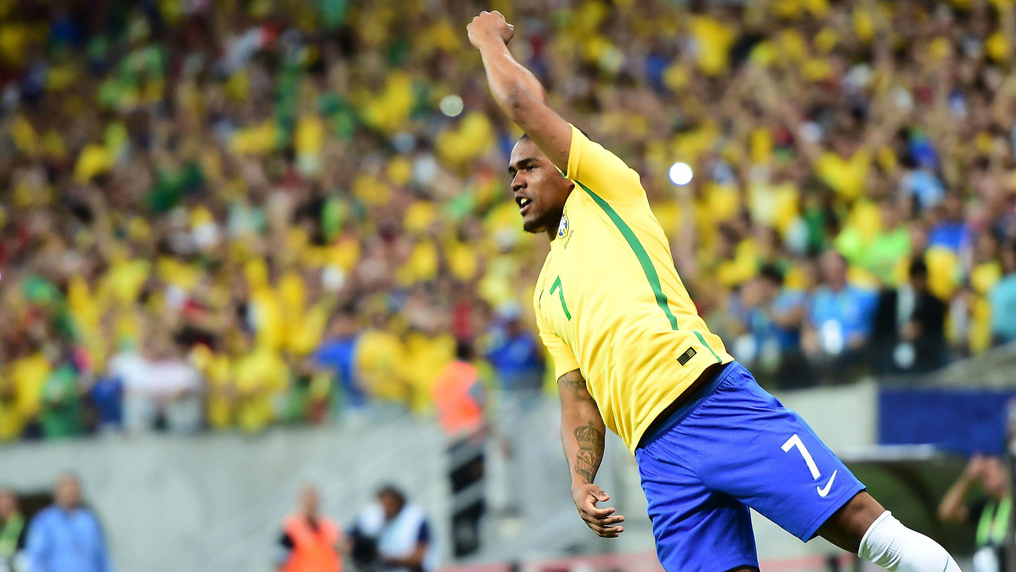 Sem Neymar, Douglas Costa deve ser titular e afirma: