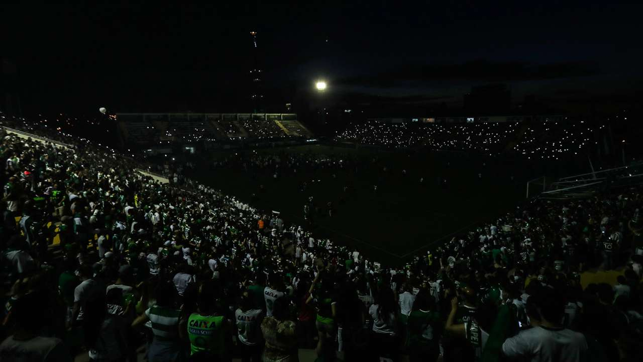 Arena Conda Chapecoense homenagens 30112016