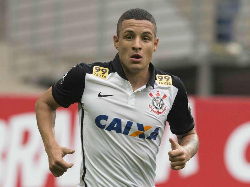 Guilherme Arana segue fora do Corinthians contra a Ponte Preta