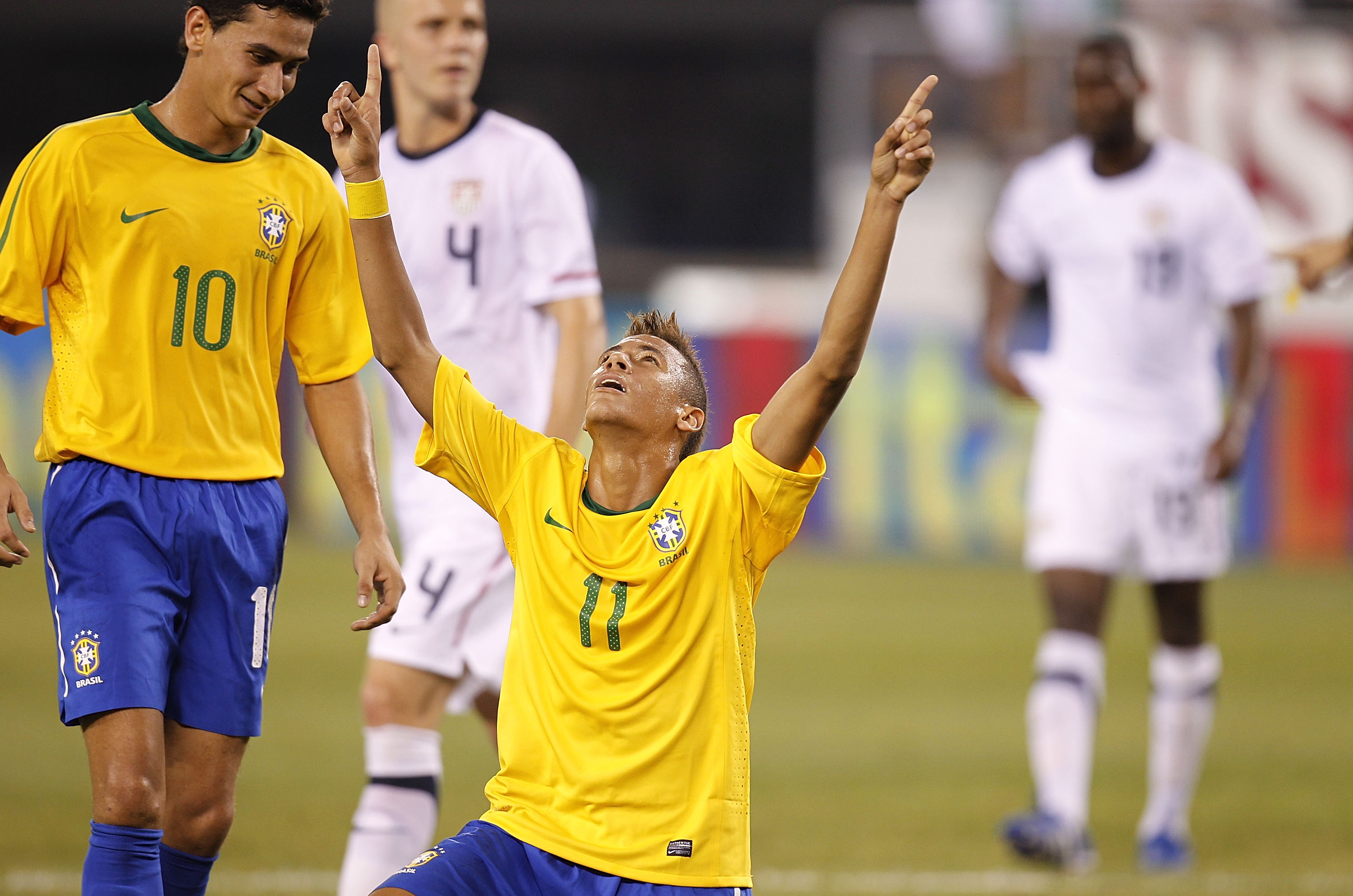 Neymar Scores on a Penalty Kick as Brazil Dominates the U.S.