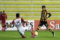 Rodrigo Ramallo ante Johnny Herrera.