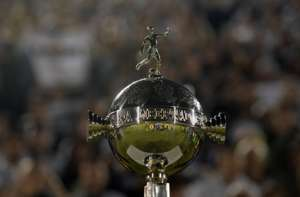 El trofeo de la Copa Libertadores.